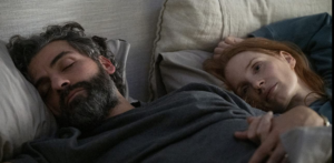 """Oscar Issac and Jessica Chastain in """"Scenes from a Marriage."""" (©2021 HBO)"""